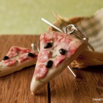 Pizza_Earrings_by_Hummingbird_Miniatures
