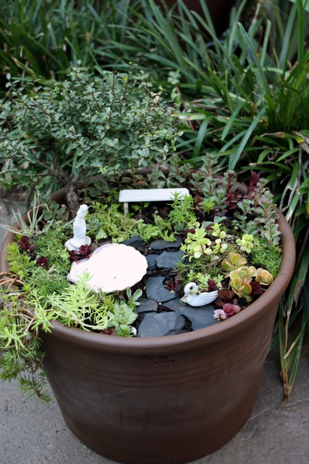 Garden pot broken pot garden home for a gnome the for How to make a fairy garden container