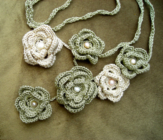 Crochet Floral Necklace by Maria Stechschulte