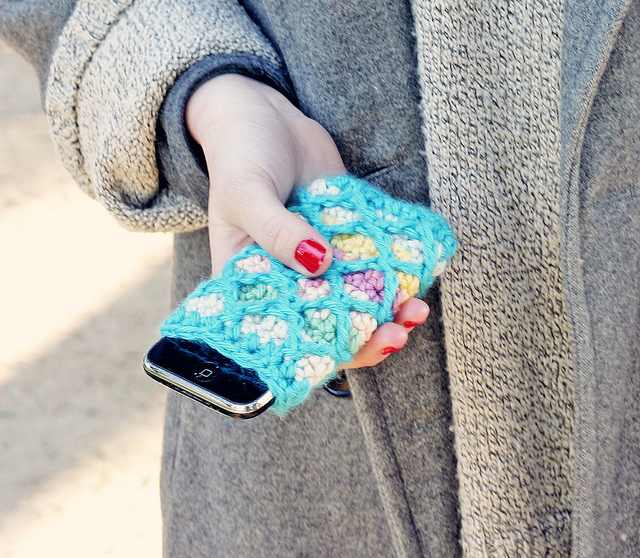 Crocheted Mobile phone case by LornaWatt on flickr